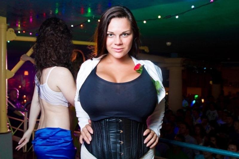 Худые женщины с большими натуральными сиськами порно 19 фотография
