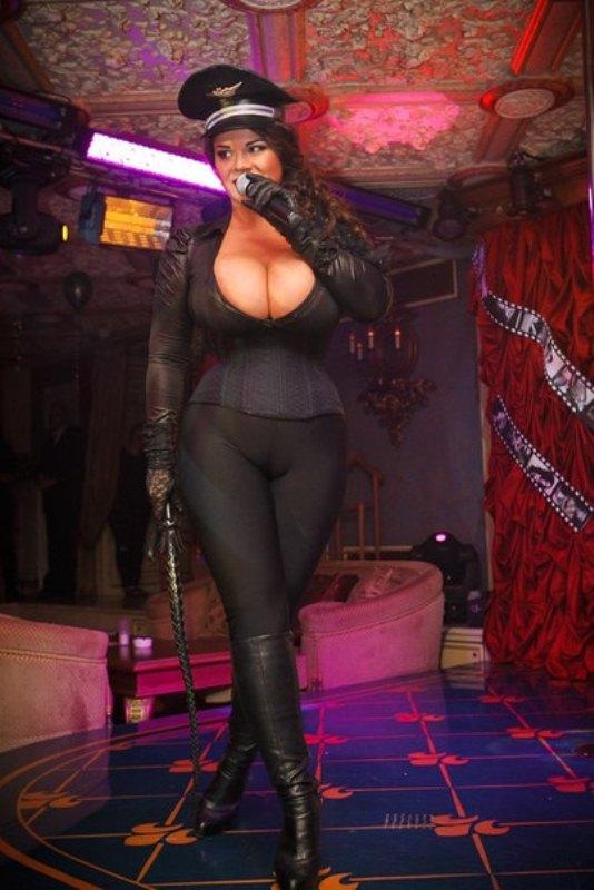 Мария Зарринг - девушка с самой большой натуральной грудью в России