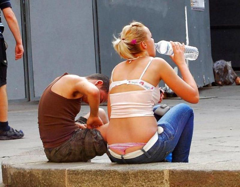 джинсы телки в стрингах фото из под штанов случайное удовольствием становились