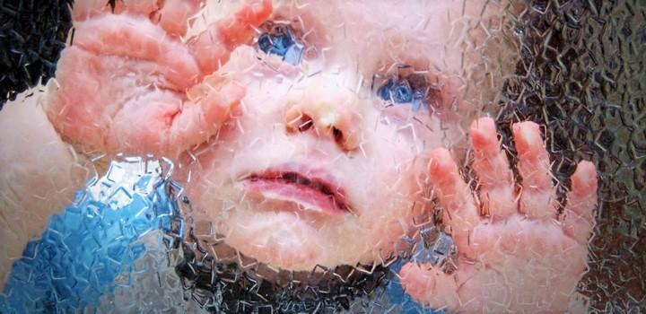 как познакомится с ребенком аутистом