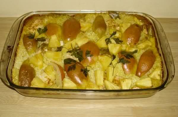 Курица с ананасом и грушами