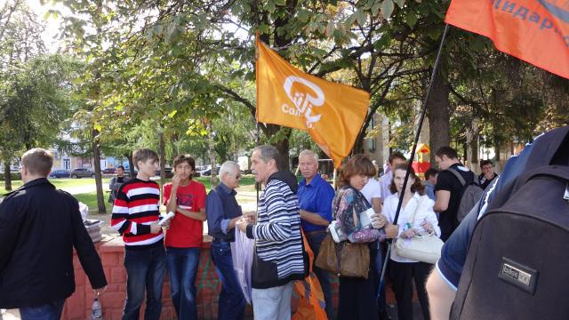 Представители воронежского отделения «Солидарности» на митинге активно занимались пропагандой