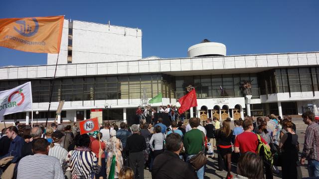 Затем выступил один из немногих представителей воронежского казачества, пришедших на митинг
