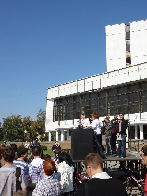 Завершил митинг Константин Рубахин, зачитав его резолюцию