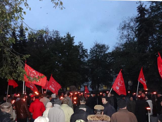 Площадь у Памятника жертвам белого террора легко вместила всех собравшихся