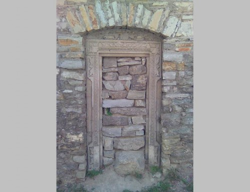 заколоченная дверь