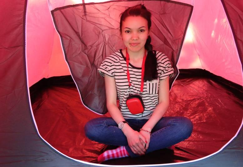 Азиза в палатке