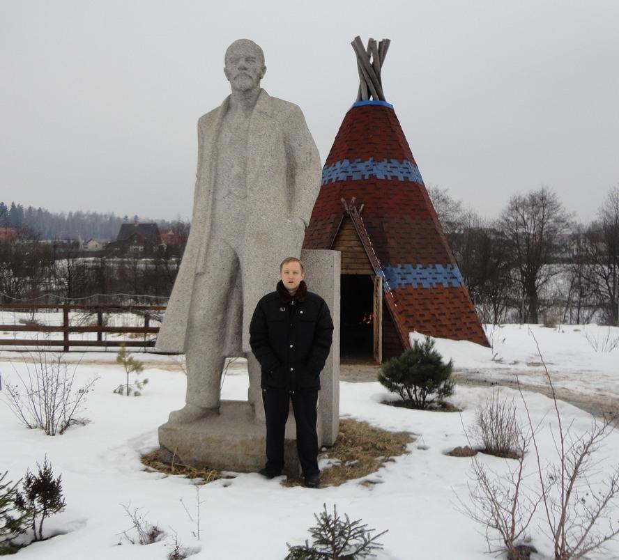 памятник Ленину на дачном участке