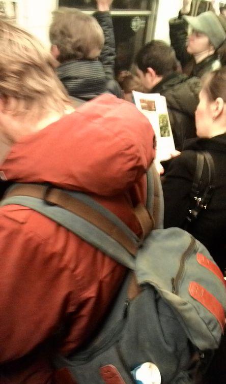 с рюкзаком в метро