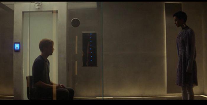 скрин к фильму Из машины, 2015