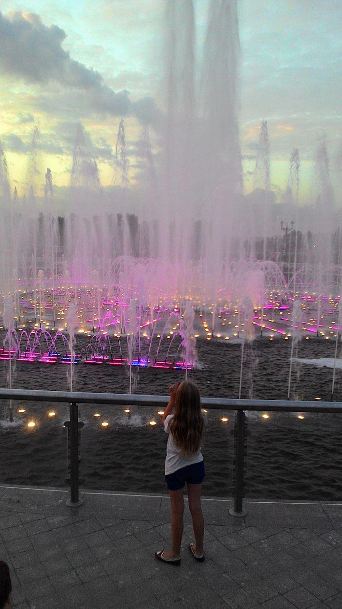 вечер. танцующий фонтан в Царицыно. 2015