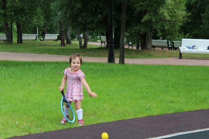 Каллиста играет в теннис в Царицыно