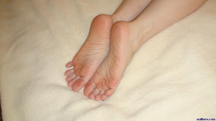 Я люблю, когда молодые девочки мне пальцы на ногах вдумчиво перебирают
