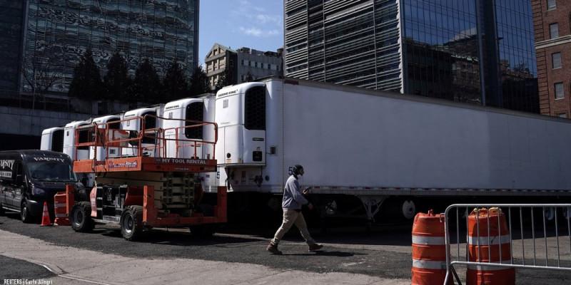 Мобильные морги: Один трейлер вместе с размещенными рядом специальными мобильными палатками вмещает около3,5тыс. тел