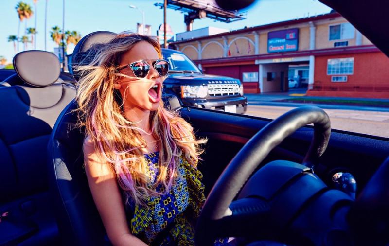 Фото: Девушка за рулем