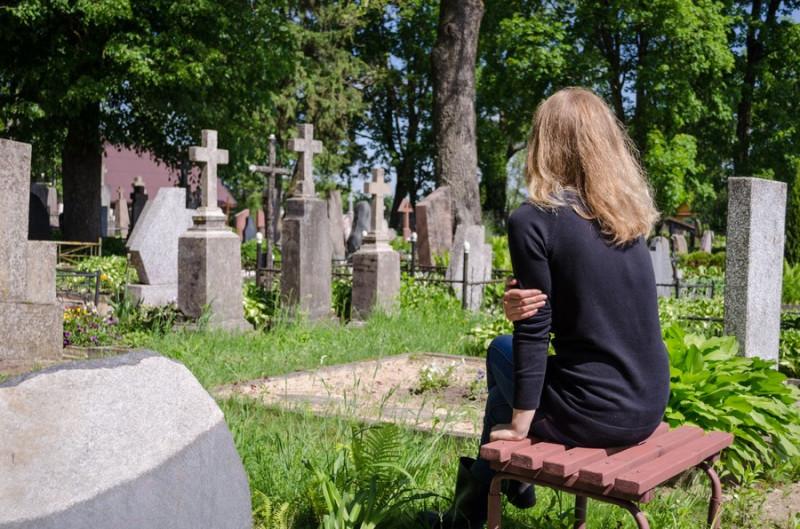 Фото: На кладбище