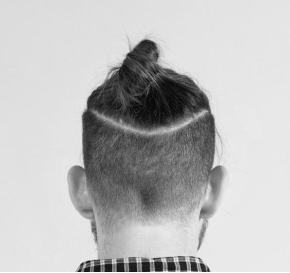 Мужская стрижка с хвостиком сзади фото