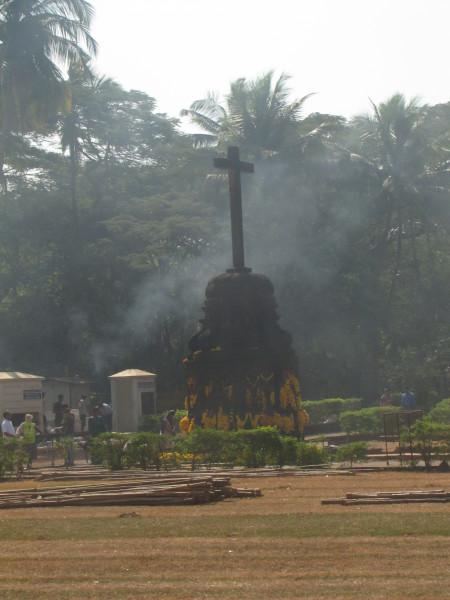 Крест на центральной площади