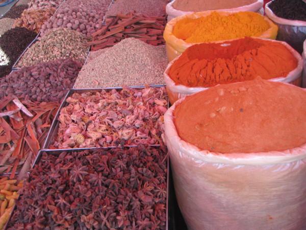 Специи на рынке в Мапусе