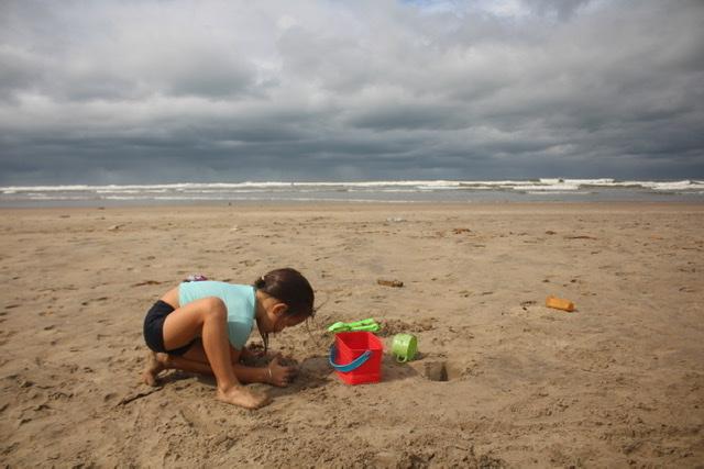 У нас на пляже в Мандреме. @ptitsa_anka