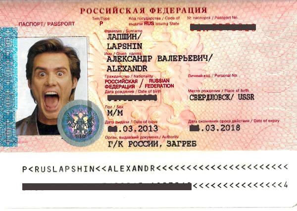 """Парашенко демонстрирует паспорта российских военных, которые вторглись навукраину """" ПОЛИТИКУС - Politikus.ru"""