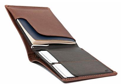 11fcfa55bfdd В открытом виде кошелек представляет собой слот для паспорта - его легко  вынимать и в то же время он помещается достаточно плотно, чтобы избежать  случайного ...