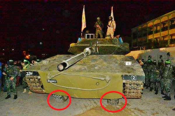 Исламисты Хамаса вышли на парад с танком, который оказался бумажным...