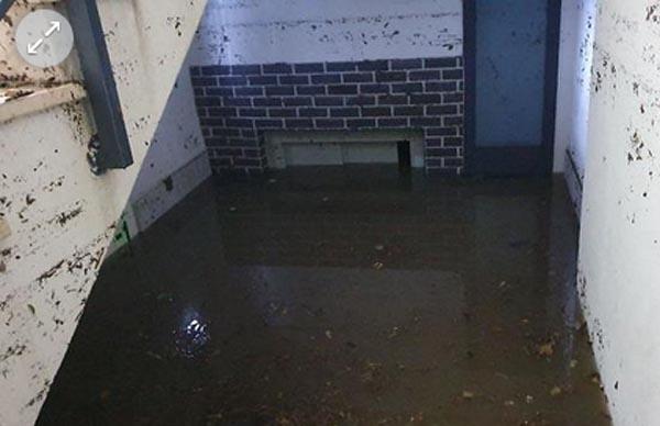 Лифт опустился в затопленную шахту, у ребят не было шансов