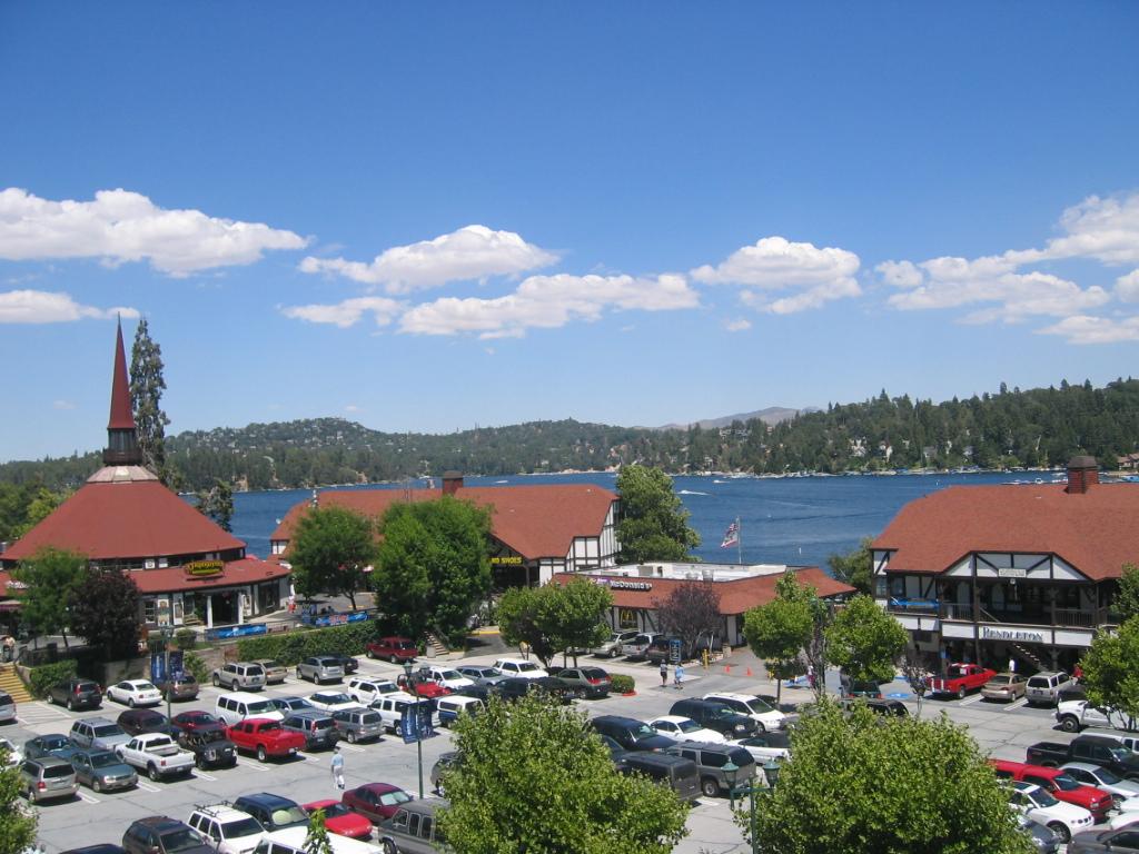 Lake_Arrowhead_Village,_California