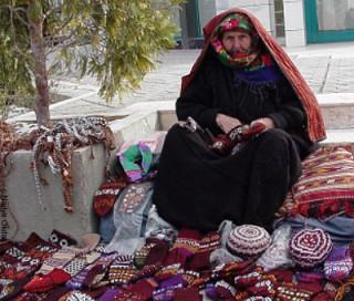 Туркменские бабушки на рынке в павлопосадских платках.