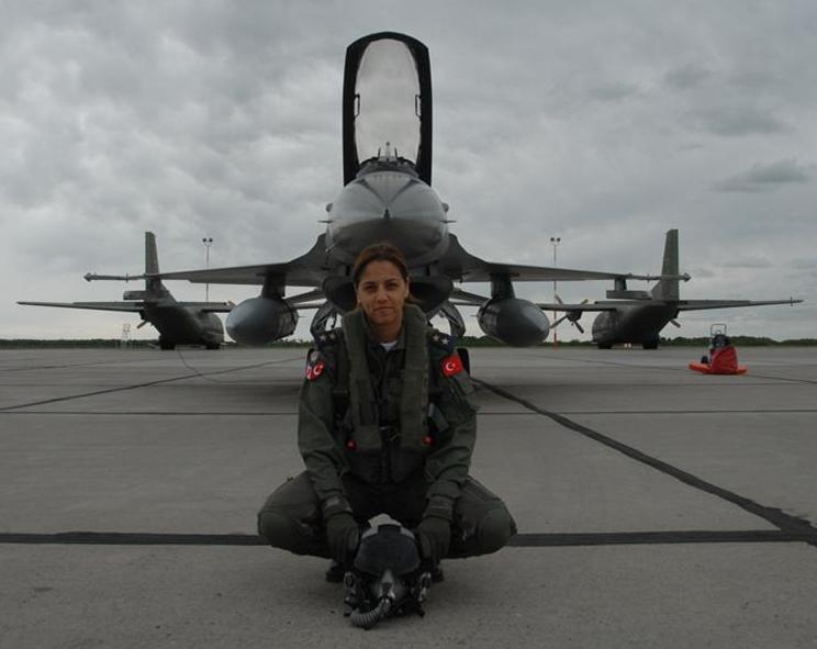 F-16_turkish_girl