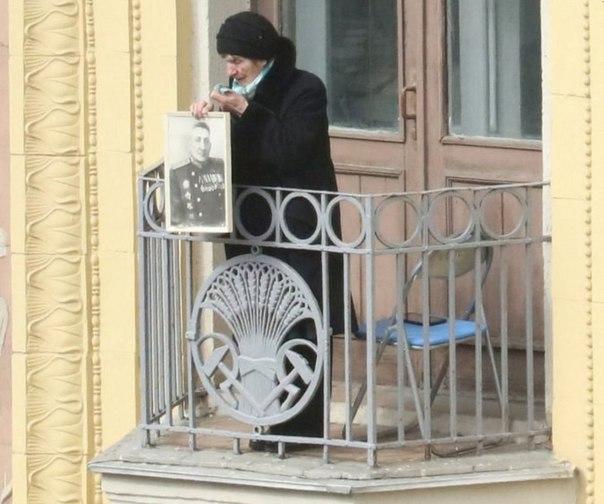 Бессмертный_полк_на_балконе