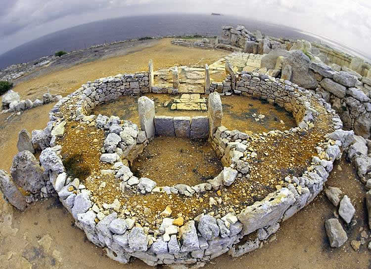 megaliticheskij-hramovyj-kompleks-mnajdry1