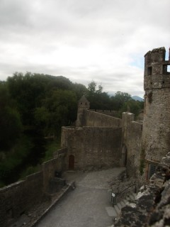 У входа в замок Кэр