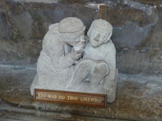 Загадочная скульптурка - по-моему тут кто-то кого-то спаивает:)