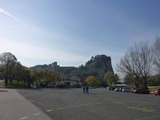 Замок - вид с автобусной остановки