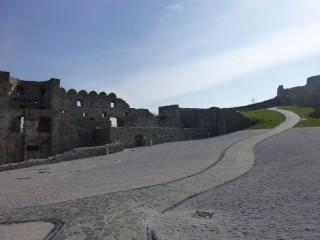 Внутри основной части замка
