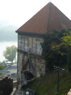 Одна из башен на замковых стенах