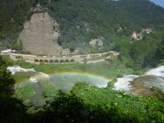 С середины водопада - та самая радуга:)