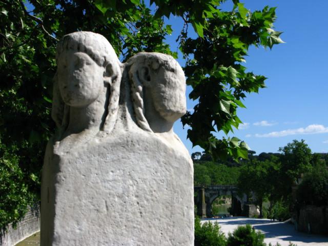 Древние статуи на  Мосту Фабрицио