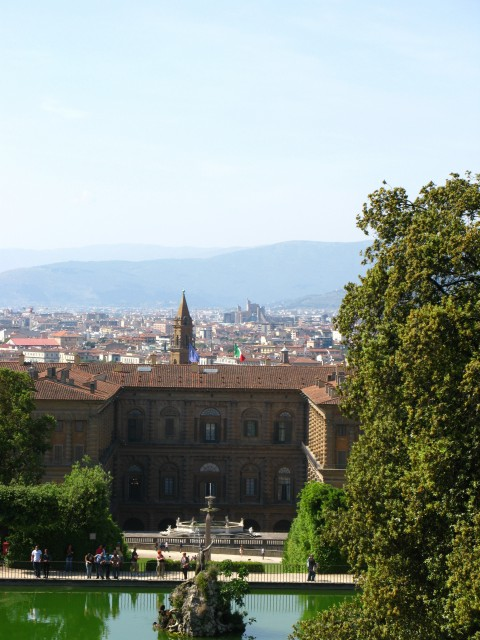 Вид сверху на галерею Питти и Флоренцию