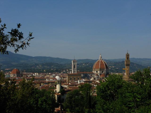 Вид на Собор и Палаццо с верхней части садов