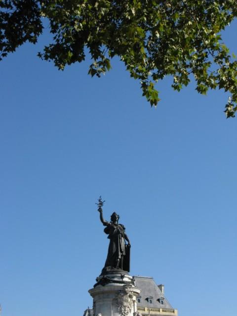 Статуя Республики на одноименной площади