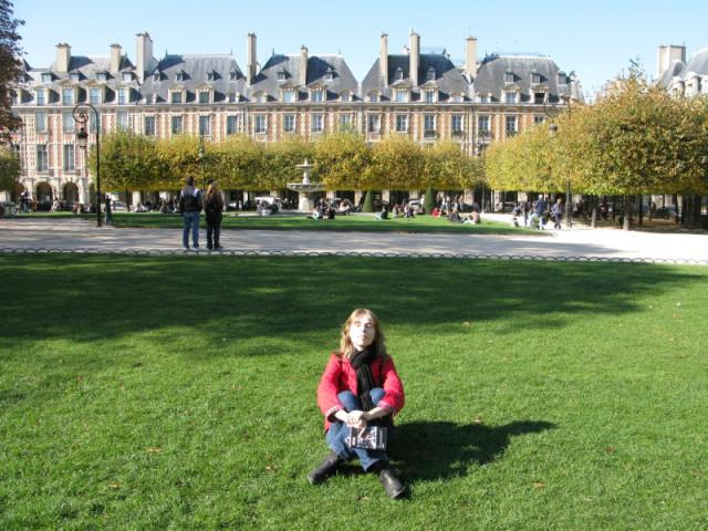 Греюсь на парижском солнышке:)