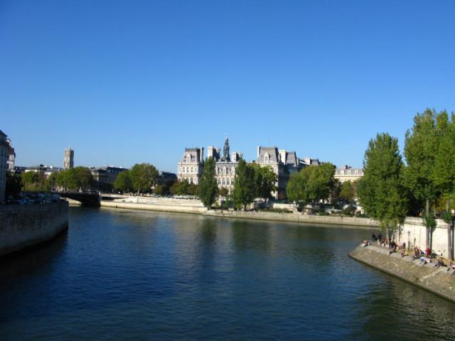 Вид с моста между Сен-Луи и Сите