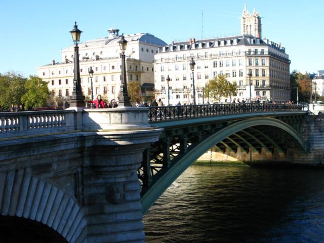 Жавер примеряется к мосту (уже не помню, какому:))