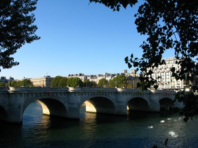 Новый мост и La Samaritaine на том берегу