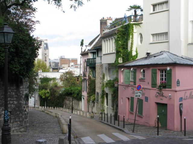 La Maison Rose - Розовый Дом в углу справа