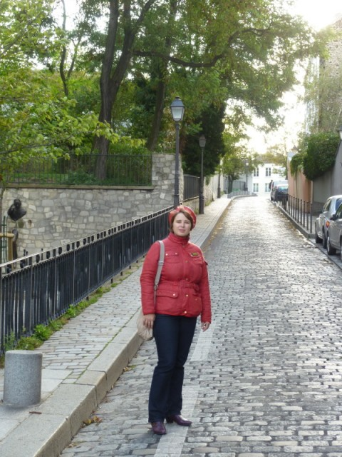 Слева от Вольты выглядывает дядька из стены :)