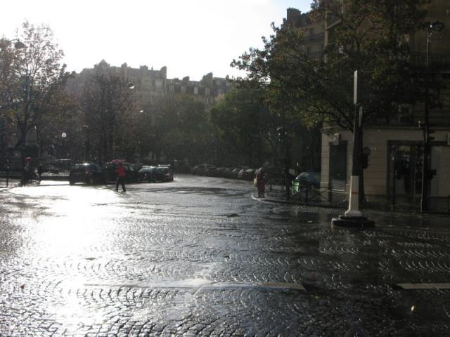 Грибной дождь в начале бульвара Распай